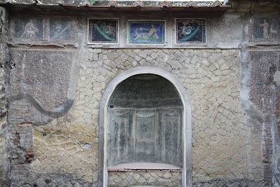 No 42, House of the Skeleton (Casa dello Scheletro)