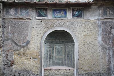 No 42, House of the Skeleton (Casa dello Scheletro)