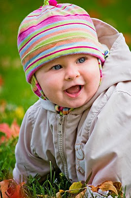 Smiling baby wearing the autumn season dress pics