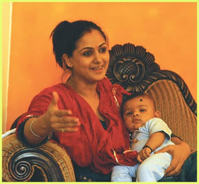 Tamil Actress-Actors Family Pics - Actress With her Child Images - Actress Family Photos - Actress Kids - Actress Babies Name Simran with her baby photo