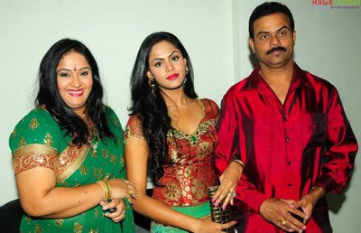 Actress Radha family with her daughter Karthika photos