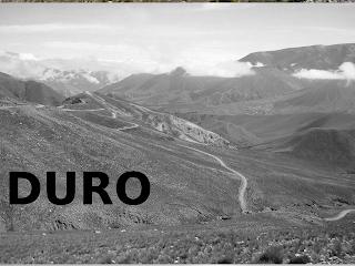 Paisaje en gris con la palabra Duro