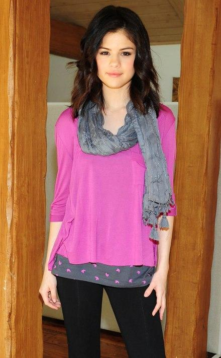 http://2.bp.blogspot.com/_kaYFKOYsZV0/TA_s3jheeyI/AAAAAAAAAAM/7u1OwSkdLZA/s1600/selena-gomez-fashion-designer+(14)_1.jpg