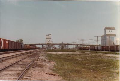 Trackside Treasure Cn Cp Serve Portage La Prairie 39 S Manitoba Pool 39 B 39 Grain Elevator