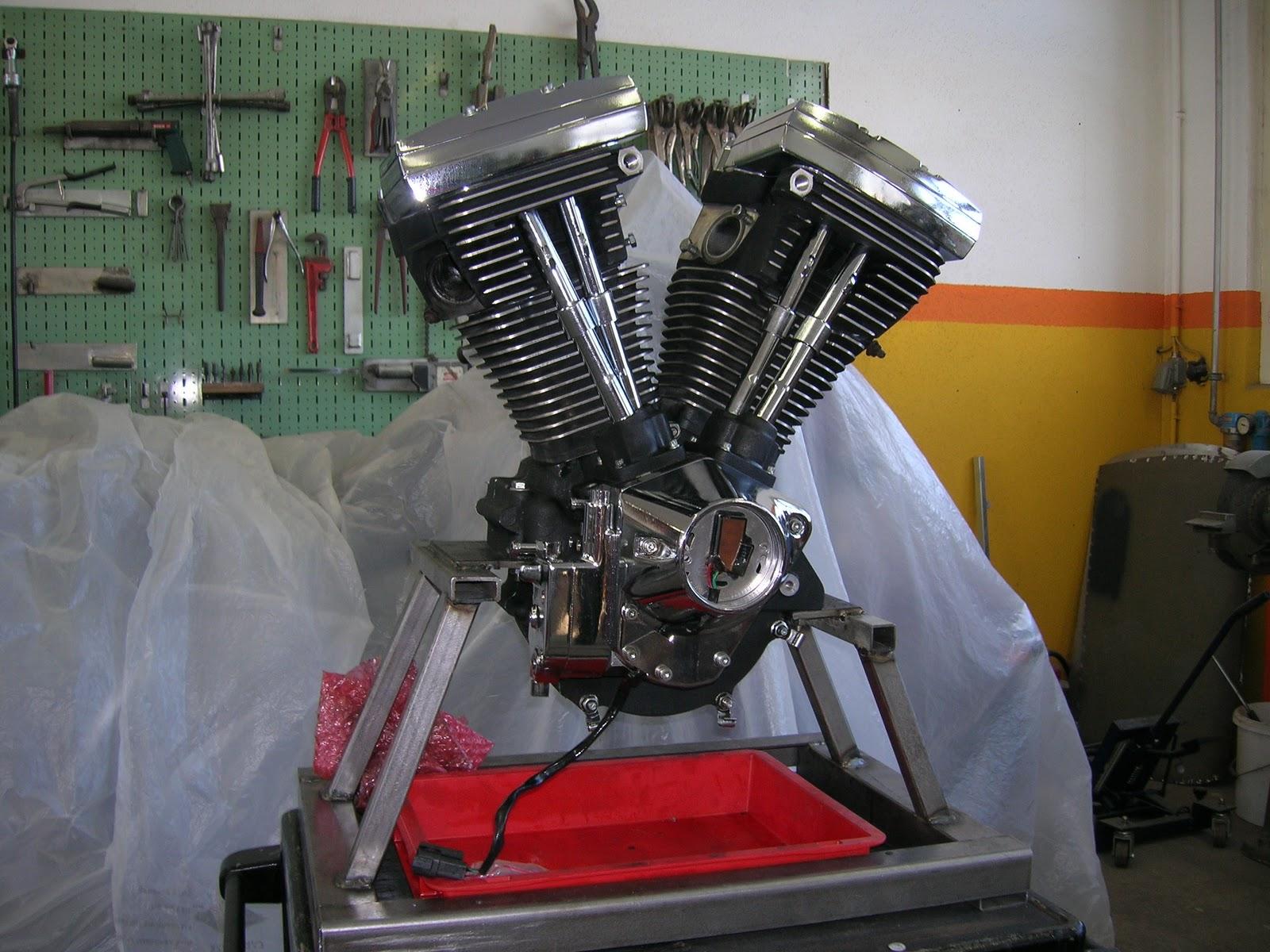 Das sterben und wiederbeleben einer Harley Davidson Electra Glide ...