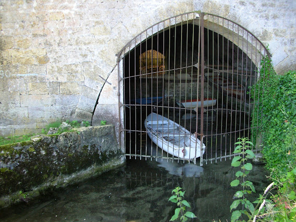 Boat at Abbaye d&#39;Hautecombe