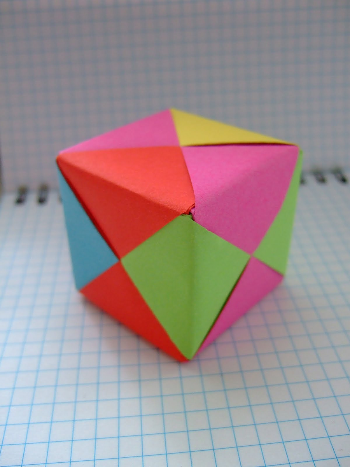 Как сделать маленький кубик из картона