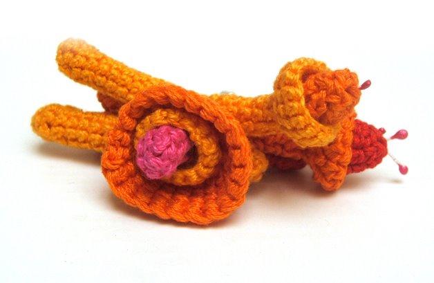 broche tejido floral
