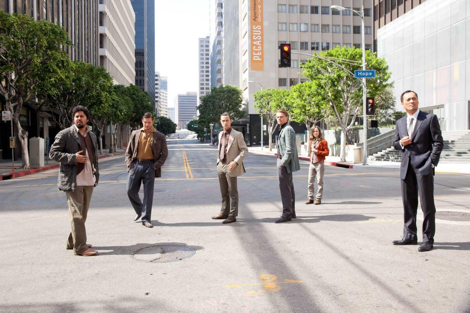 http://2.bp.blogspot.com/_kf6Cmm7gIGk/TEnUg8ifuaI/AAAAAAAABd0/QAJ2RRYp0bo/s1600/Inception+Leonardo+DiCaprio2.jpg