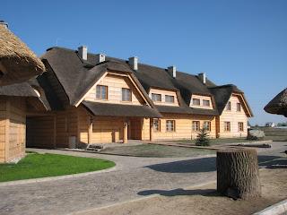 кафе с соломенной крышей в Польше