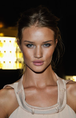 steal their style rosie huntingtonwhiteley at the gq awards