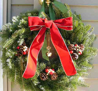 Christmas wreath decorated with Palms and red ribbons outdoor decorating ideas for Christmas free download religious images of Jesus and Christian wallpapers