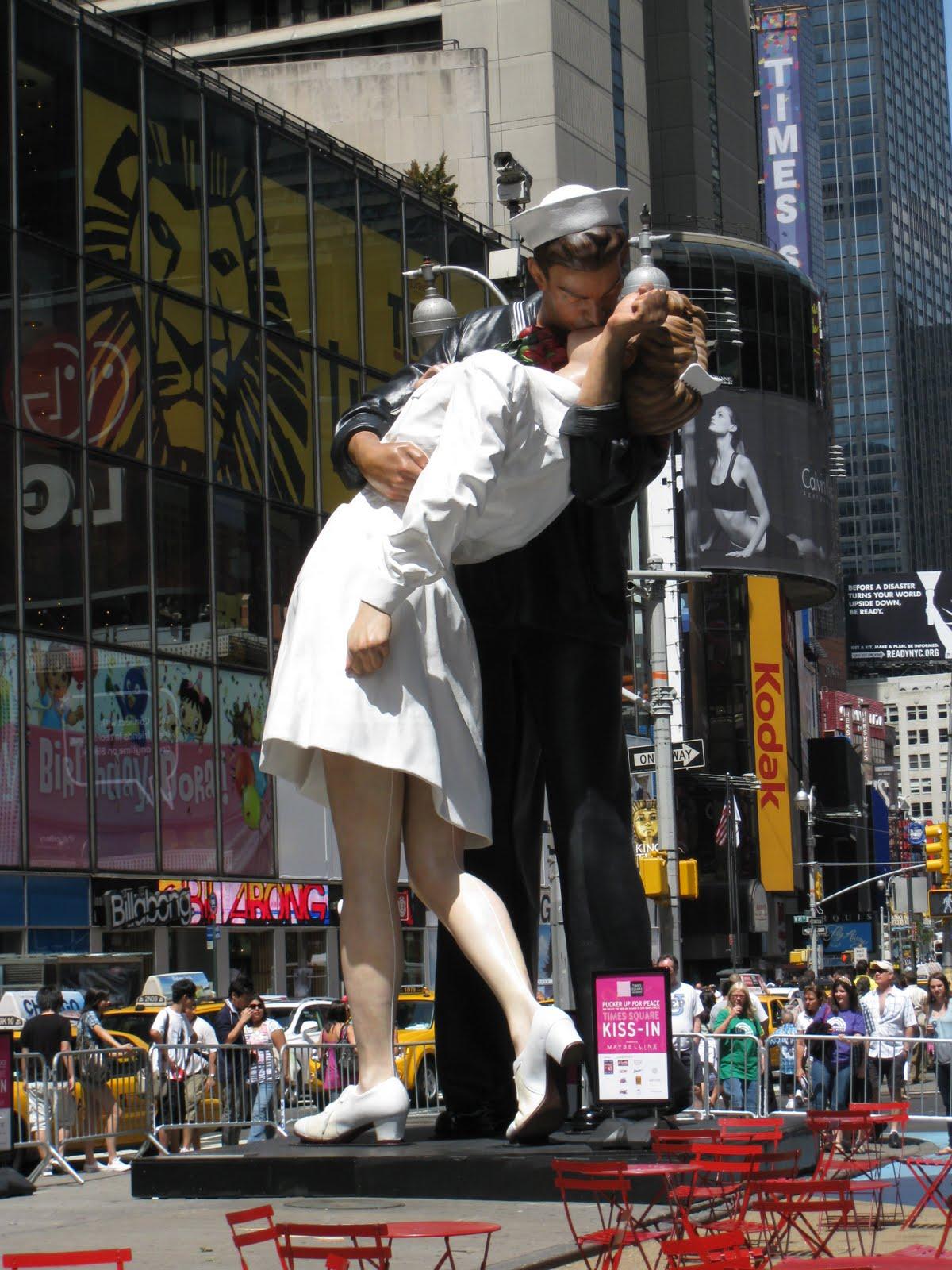 http://2.bp.blogspot.com/_kng9nNTclfs/TGhqTTR6ffI/AAAAAAAABYk/L6H7Lkwjly8/s1600/Kiss_sculpture_TimesSquare_03.JPG