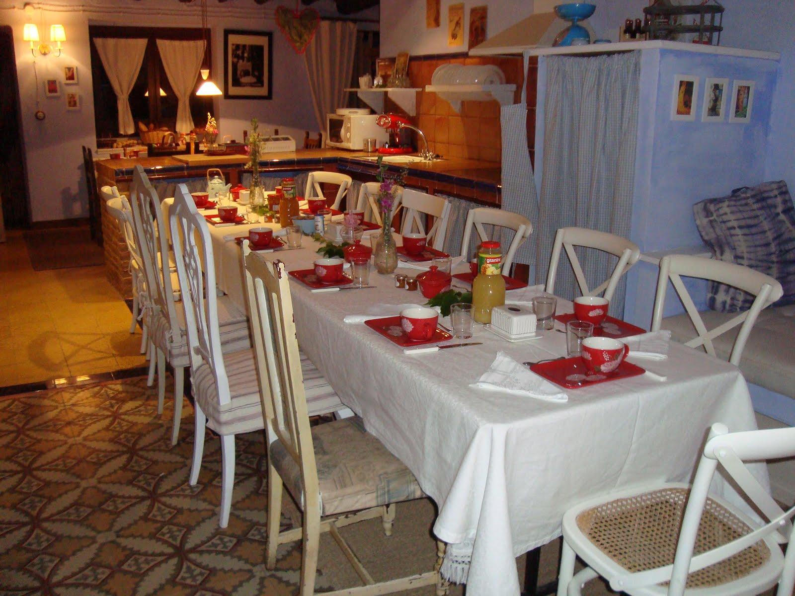 Casa rural sierra de guara restaurante la bodega del vero g te de charme casa rural con - Mesas de desayuno ...