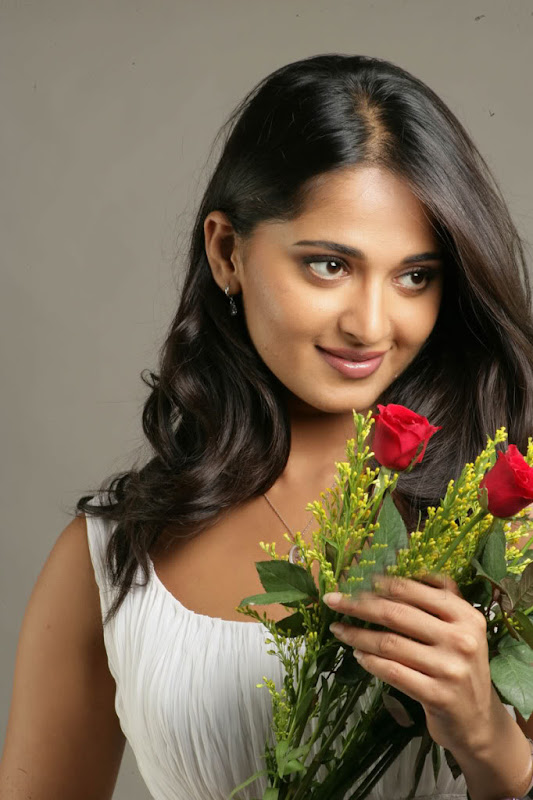 Sexy Anushka Latest Sexy Wallpapers glamour images