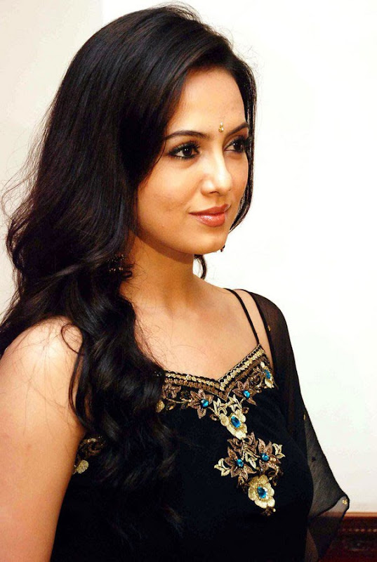 Sana Khan at Aayiram Villakku Audio Release glamour images