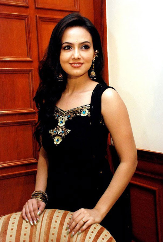 Sana Khan at Aayiram Villakku Audio Release cleavage