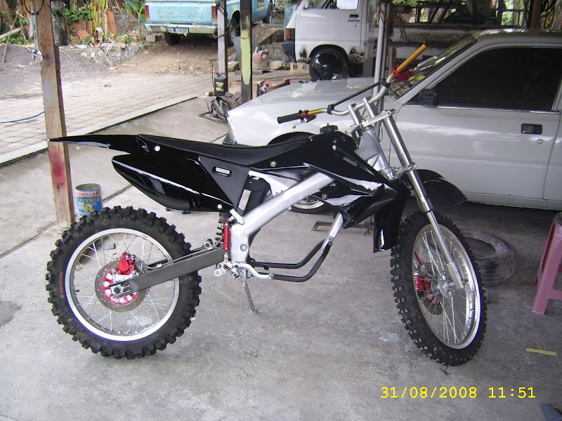 MODIFIKASI HONDA MEGAPRO INTO CROSS LOOK title=