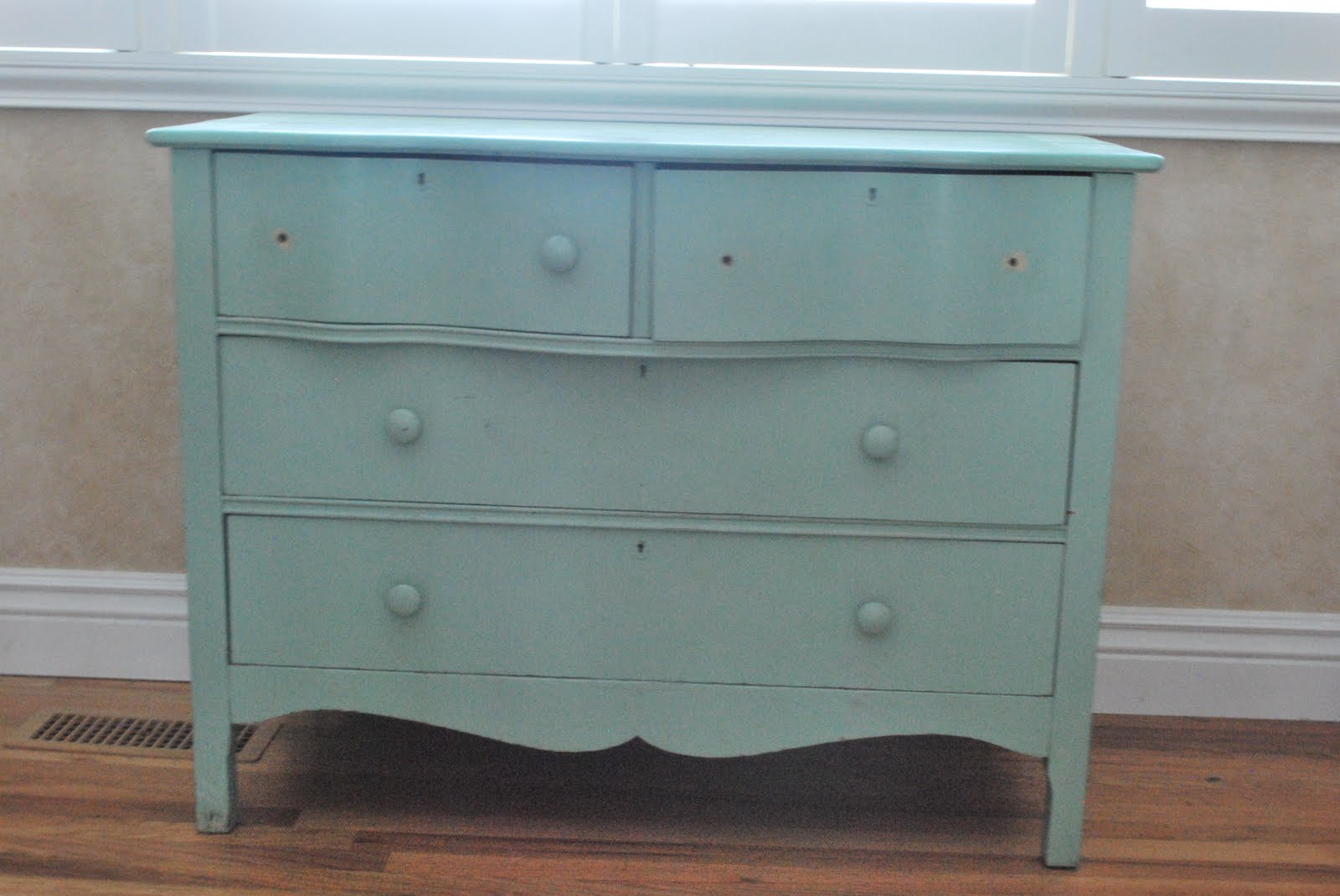 Furniture to match my blog a dresser redo wendy hyde for Redo furniture
