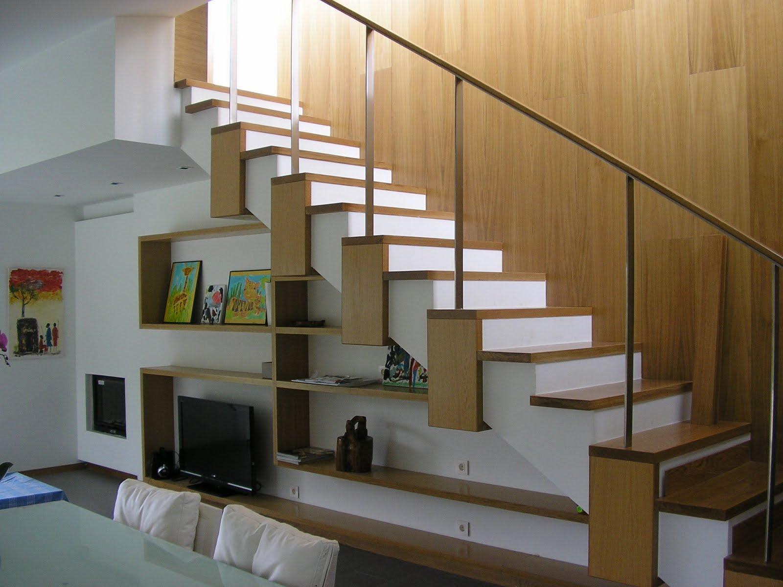 Lk conjunto de escalera y estanteria y revestimiento de pared en vivienda unifamiliar - Escaleras para viviendas ...