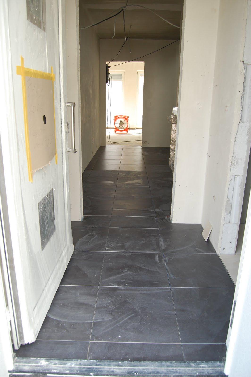 project eigenheim 2010 spachtelarbeiten fliesen und das gro e brummen. Black Bedroom Furniture Sets. Home Design Ideas