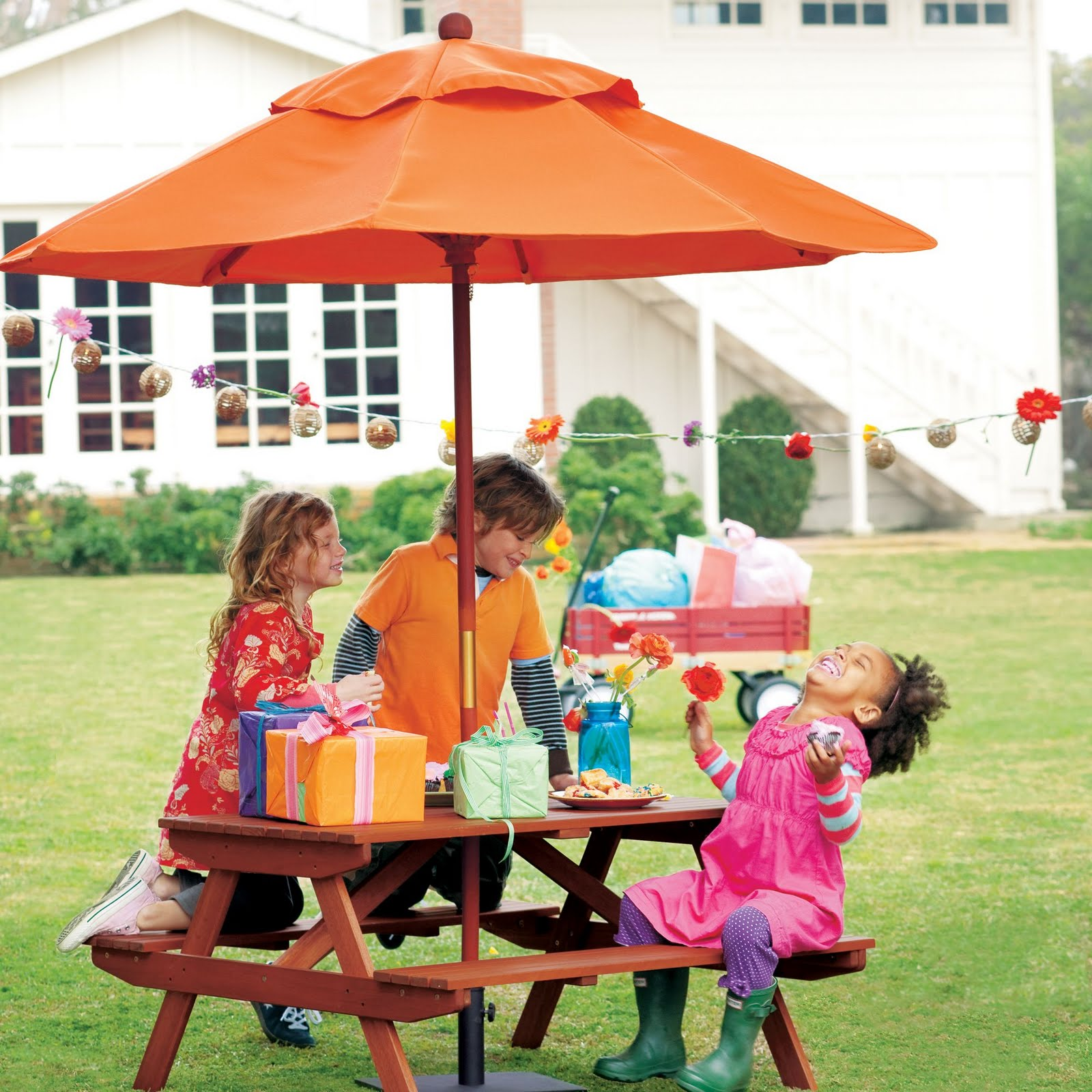 Picnic Table - American Plastic Toy - Toys R Us