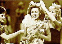 Vanessa Williams Crowned First Black Miss America, 1983