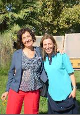 Liliana Bodoc junto a nuestra directora recorriendo el campo experimental