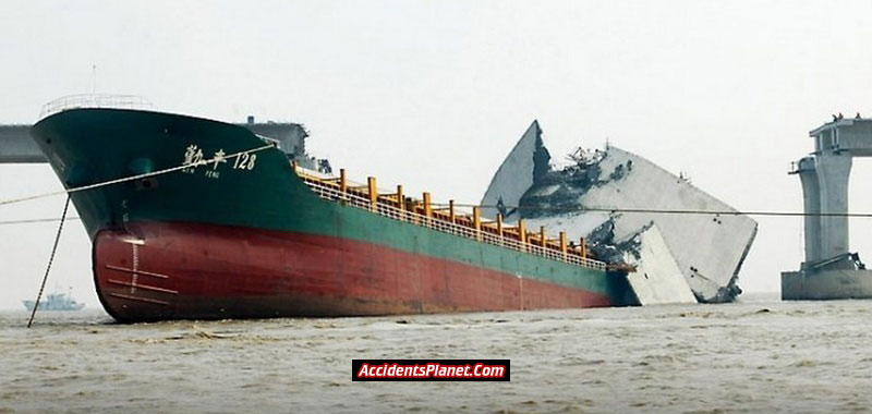 [world's+Biggest+Sea+Accidents+(15).jpg]