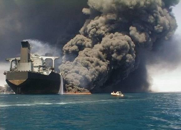 [world's+Biggest+Sea+Accidents+(5).jpg]