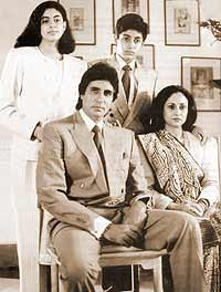 Amitabh+Bachan+Family+Pic Amitab Bachan Pics since childhood gallery bollywood pictures