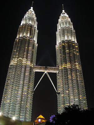 a food and travel blog petronas twin towers of  but what i love most is in the evening when the towers glistened in the dark sky as if covered by tiny diamonds all over