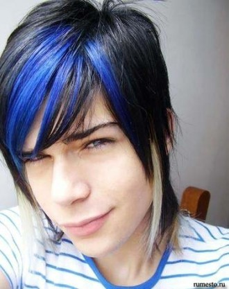 emo guys with black hair and blue eyes. cool emo boys pictures.
