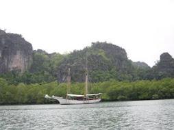 Bukit Marmar Yang Tenggelam