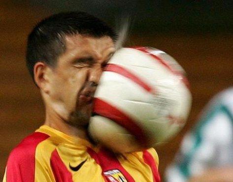 pelotazo en la cara