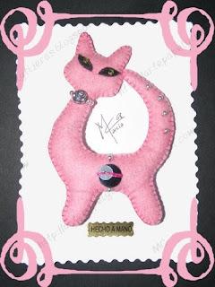 Pasa la imagen 014+-+Gato+rosa+fieltro+01