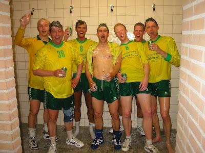 Atalante 50 jaar 200x heren 1 onder de douche - Douche onder de dakrand ...