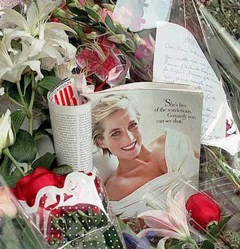 """ Lady Diana...Reina de Corazones """