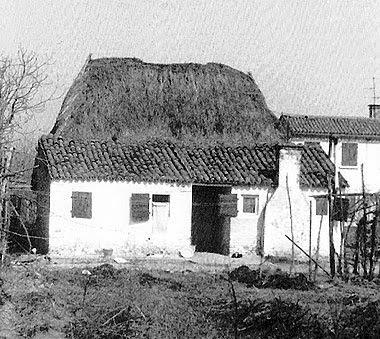 Il casone di via delle Prete a Camponogara, ora scomparso. Foto tratta dal libro di Luciano Rocco, Vie di terra, d'acqua, di ferro e d'aria.