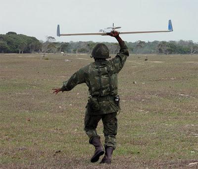http://2.bp.blogspot.com/_l872F76F2ec/SiCDZXY2U0I/AAAAAAAAAKI/nDUmUgu6Rr8/s400/brasil-cfn-fuzileiros-carcara-uav.jpg