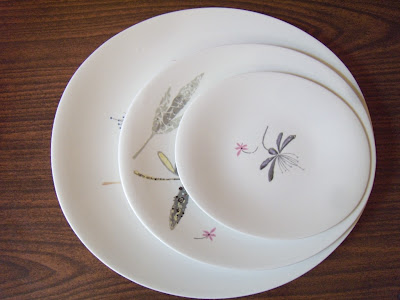 Found these Eva Zeisel Hallcraft pieces in  Caprice  (2 dinner plates a luncheon plate 2 bread plates and 2 saucers--score!) and am in MCM heaven. & deluxa: Eva Zeisel Hallcraft Caprice Finds