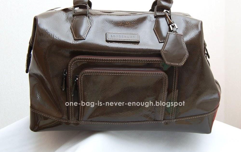 26406eea6be5 Satu beg tangan tak akan cukup  Longchamp Legende Medium Patent Leather Tote