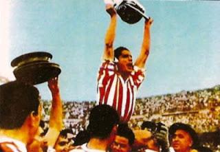 Piru con la Copa de 1958
