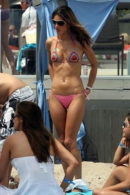 Alessandra Ambrosio bikini photo