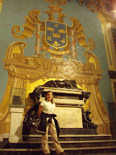 Erika with Francisco Pizarro's tomb.