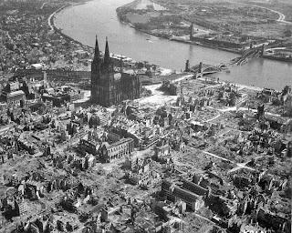 http://2.bp.blogspot.com/_lIVfp9K3FR8/S3XwGxCLTiI/AAAAAAAAAyw/fyzEZwGMHE4/s320/Cologne_1945_1.jpg