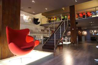 Tienda de muebles de dise o estilo de la bauhaus en for Muebles design barcelona
