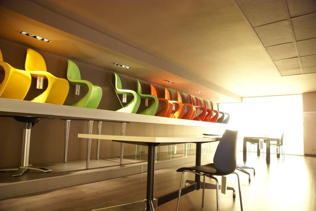 Tienda de muebles de dise o estilo de la bauhaus en for Muebles de diseno barcelona