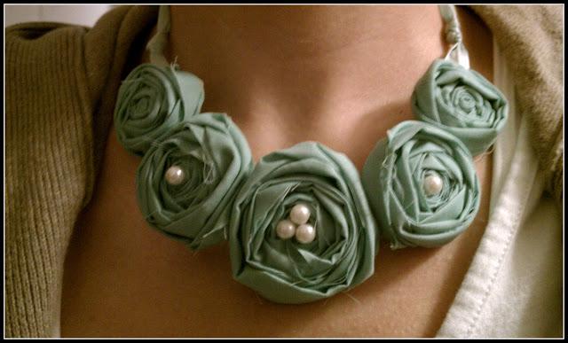 http://2.bp.blogspot.com/_lIhanh8kF0U/TU2lyjBnNwI/AAAAAAAAASo/3lSD6UumvVM/s1600/necklace.jpg