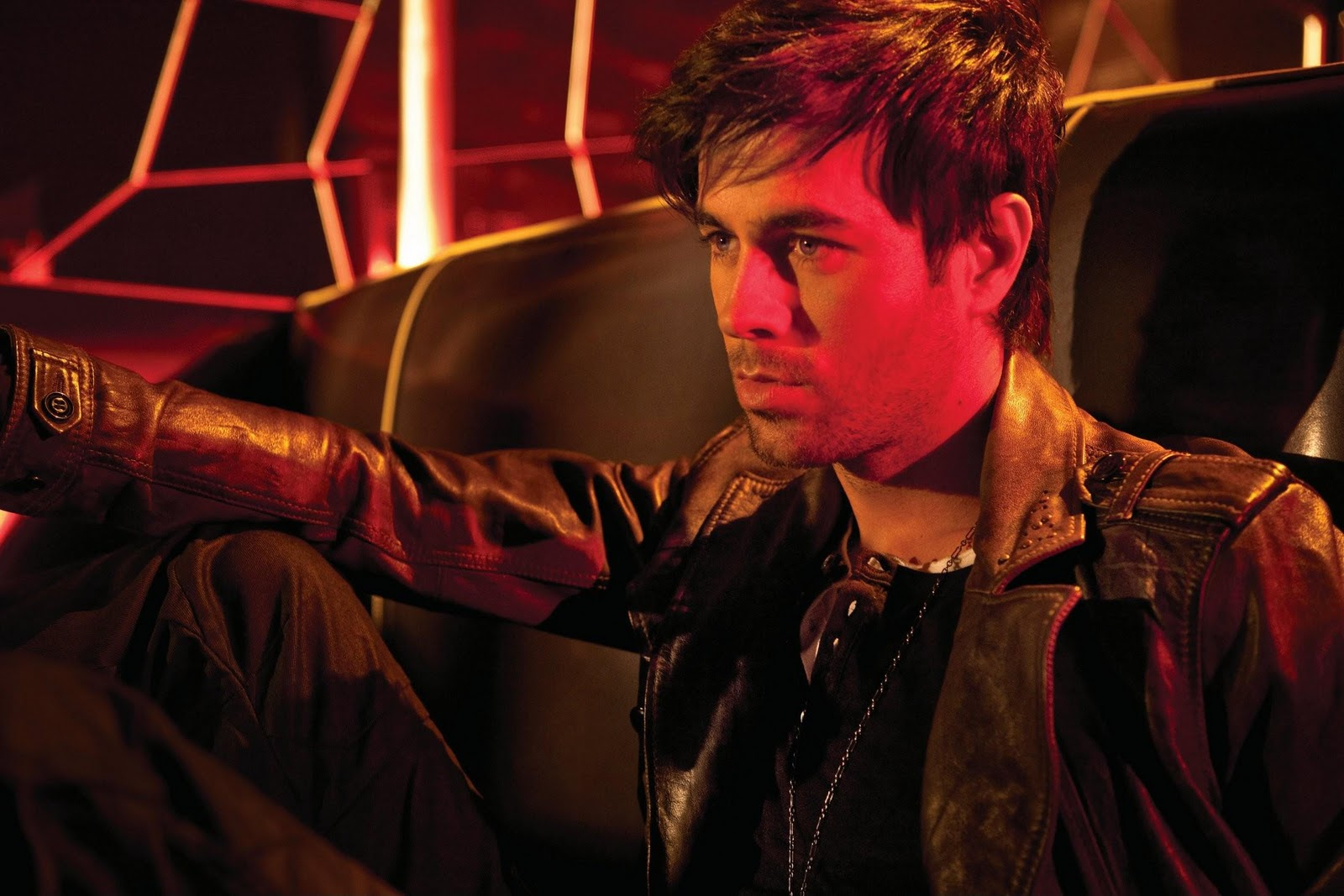 http://2.bp.blogspot.com/_lIyFl0bgYNU/TVLUgaR2oxI/AAAAAAAAAic/YfGIHbA_Svg/s1600/Enrique+37.jpg